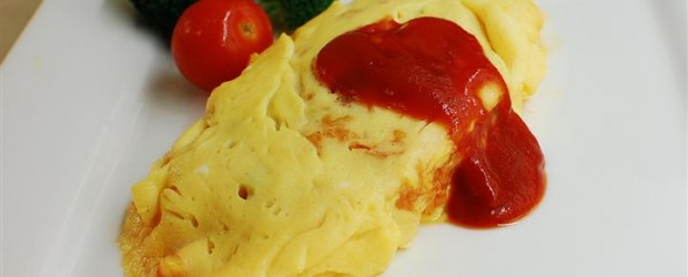 The Omu Rice (omlette rice) is another of Japan's favourite recipes. It takes only 15 minutes to make and costs less than $3 per person!